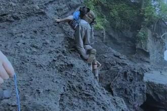 Momentul dramatic in care un adolescent cade in gol de pe o stanca. Ce se intampla in secundele urmatoare. VIDEO