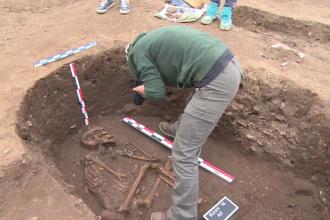 Ramasitele unui barbat mort acum 5.000 de ani, descoperite in Prahova. Obiectul gasit de arheologi la gatul scheletului