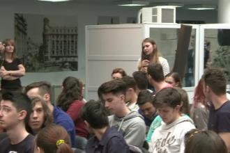 Intrebarile prin care 100 de liceeni din Bucuresti i-au