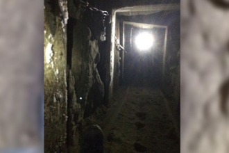 Cel mai mare tunel folosit pentru droguri, descoperit intre Mexic si SUA. Traficantii l-au ascuns cu un cos de gunoi