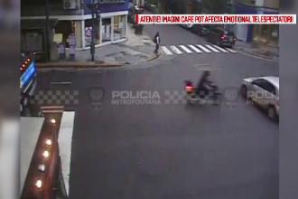 Momentul de neatentie care a dus la un grav accident de circulatie. Ce a patit un motociclist dupa ce nu a oprit la semafor