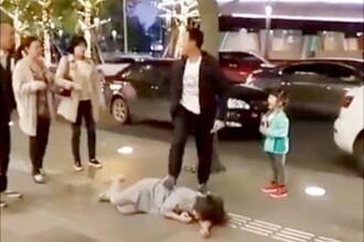 Un barbat si-a batut sotia si a tarat-o pe jos, pe strada, in fata fetitei lor. Ce au facut trecatorii. VIDEO
