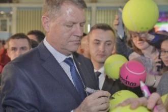 Klaus Iohannis a fost operat la umarul drept. Presedintele va fi externat din spital miercuri dimineata