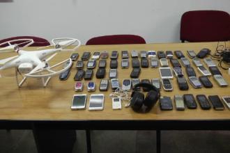 Obiectele interzise care ajung in penitenciarul din Ploiesti. Drona care transporta telefoane mobile, doborata cu matura