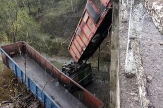 Un tren a deraiat in Hunedoara si a cazut intr-o rapa de 10 metri. Doua persoane au murit pe loc in accident