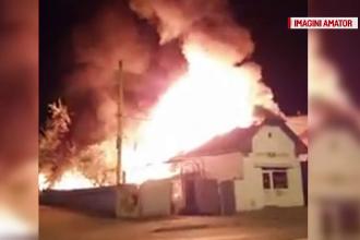 Acoperisul unui magazin de piese auto din Targu-Mures a ars complet in urma unui incendiu. In apropiere se afla o benzinarie