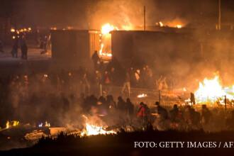 O tabara de migranti din Franta a luat foc, dupa o batalie intre afgani si kurzi.