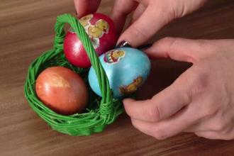 Adeptii stilului bio cauta alternative naturale pentru vopsirea oualor. Cum se obtine verdele si ce culori sunt la moda