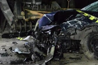 Un sofer de doar 20 de ani s-a urcat baut la volan si a provocat un grav accident. Doua masini au fost lovite de adolescent