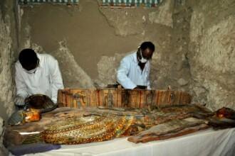 Arheologii egipteni au descoperit opt mumii in morminte vechi de peste 3.500 de ani