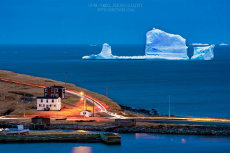 Un aisberg ajuns pe coasta de est a Canadei a devenit atractie turistica. Imaginile surprinse de fotografi s-au viralizat