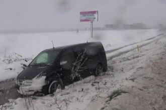 Operatiuni dramatice de salvare dupa ninsori. O gravida a nascut in masina ISU, iar pentru alta a intervenit un elicopter