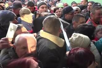 Dupa 5 zile de cozi, in Alba Iulia s-a dat batalia finala pe un loc de parcare.