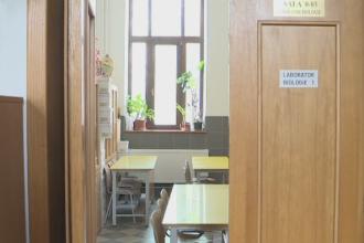 Profesorii pot ajunge la inchisoare pentru luare de mita. Decizia ICCJ in cazul unei profesoare care a cerut bani elevilor