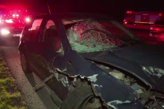 Un barbat a murit, iar doi sunt in stare grava, dupa ce au fost loviti de o masina. Victimele oprisera pe banda de urgenta