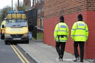 Barbat injunghiat mortal, gasit intr-un autobuz in centrul Londrei. Politia nu stie ce s-a intamplat