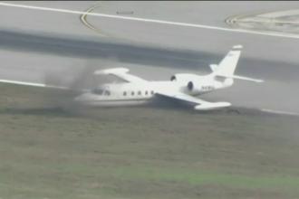 Un avion a aterizat pe un aeroport din Florida cu o roata lipsa. Cum a gestionat pilotul incidentul neprevazut