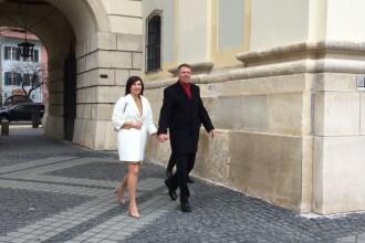 Klaus Iohannis şi soţia sa, Carmen, participă la slujba de Paște la o biserică din Sibiu
