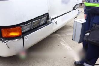 Accident pe aeroportul din Budapesta. Mai mulți români au fost răniți în urma ciocnirii a două autobuze