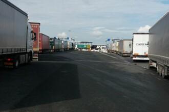 Sute de camioane, blocate în vămile din vest pentru a intra în Ungaria, după ridicarea restricţiilor