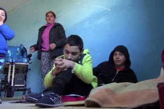 """Trei copii locuiesc cu mama lor pe străzi: """"Îmi doresc mâncare caldă, ca să nu amețim de foame"""""""
