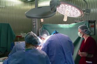 România decontează operații pe cord în străinătate, în loc să faciliteze intervenţia în ţară
