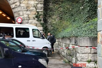 O româncă a murit în Italia, zdrobindu-se de asfalt când hrănea pisicile
