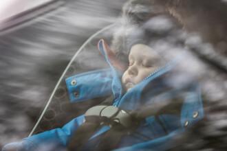 Un bebeluș de 10 luni a murit sufocat de căldură, după ce tatăl l-a uitat în mașină