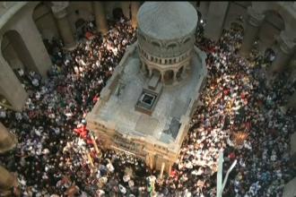 Lumina Sfântă s-a aprins la Ierusalim. La ora 18.30 va fi adusă în România