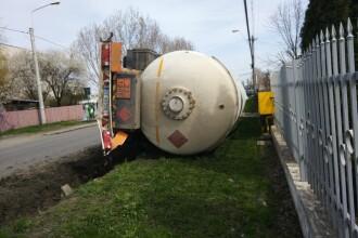 Cisternă cu GPL, răsturnată în Ploieşti. Zona a fost izolată de poliţie