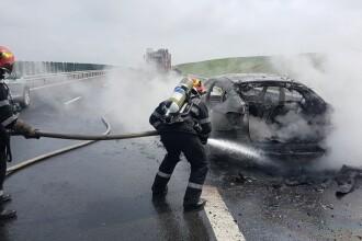 Un autoturism a luat foc pe A1. Șoferul a ieșit teafăr din mașină