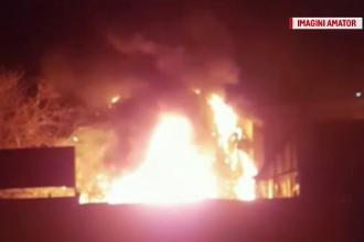 """Vilă arsă în Capitală, pompierii au intervenit cu greu: """"O să ardem aici ca şobolanii"""