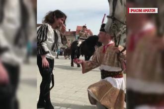 Cerere în căsătorie de basm, în Brașov. Un tânăr a venit călare pe un cal alb