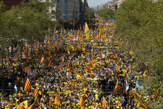 Manifestație de amploare pe străzile Barcelonei. Sute de mii de oameni cer eliberarea separatiștilor