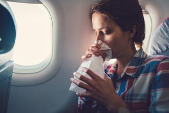 """Panică la bordul unui avion care a încercat să aterizeze pe furtună. Pasagerii au """"țipat, plâns și vomitat"""""""