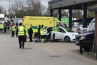 Șase răniți, după ce o mașină a lovit un grup de persoane în Manchester