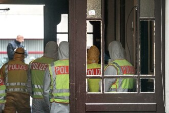"""Români evacuați din """"Casa Groazei"""" din Berlin, după o intervenție în forță a 120 de polițiști"""