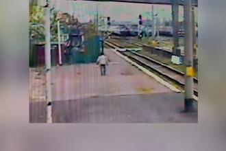 Un bărbat din Bacău, la un pas de moarte, după ce s-a prăbușit pe calea ferată