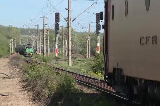 Un bărbat a murit, după ce l-a lovit trenul. Martori: Ar fi așteptat pe calea ferată