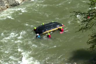 Bărbat mort într-un accident de rafting, pe Jiu. Barca pe care o ghida s-a izbit de stânci
