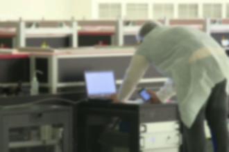 Un angajat al laserului de la Măgurele, prins când mina criptomonede la serviciu