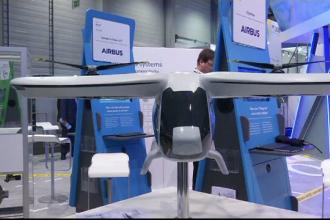 Taxiuri aeriene și roboţi în loc de însoţitoare de bord, la Salonul Aeronautic la Berlin