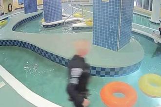 Copil de 12 ani, blocat sub apă timp de 10 minute. Metoda prin care salvatorii l-au ținut în viață