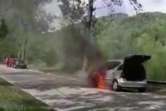 Un bărbat s-a salvat la limită, după ce i s-au blocat ușile mașinii care luase foc