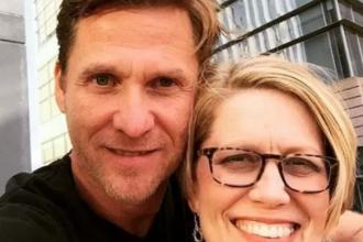 O femeie a împușcat-o mortal pe amanta soțului ei și apoi s-a sinucis
