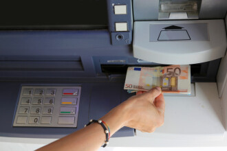 Avertismentul Poliției la retragerea banilor din bancomat. Metoda prin care verificăm tastatura