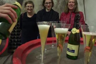 """Turiști din Austria, impresionați de cramele din Blaj: """"Mi-a plăcut atmosfera din pivnițe"""""""