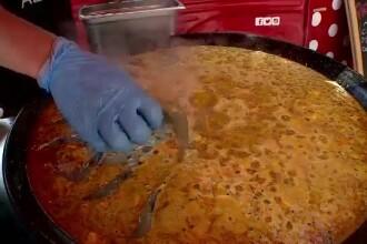"""Mâncarea """"anti-mahmureală"""", cea mai căutată în Vama Veche. Cât costă """"supa bețivului"""""""