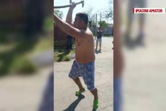 Bărbații care au atacat cu toporul un polițist, cercetați în libertate