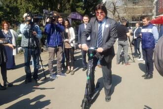 S-a inaugurat sistemul de închiriere a trotinetelor electrice din Timișoara. Robu a testat-o pe prima